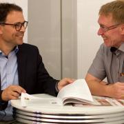 Links im Bild: Jörg Reinhardt, kaufmännischer Vorstand, Rechts im Bild: Ulrich Kuhn, ärztlicher Vorstand